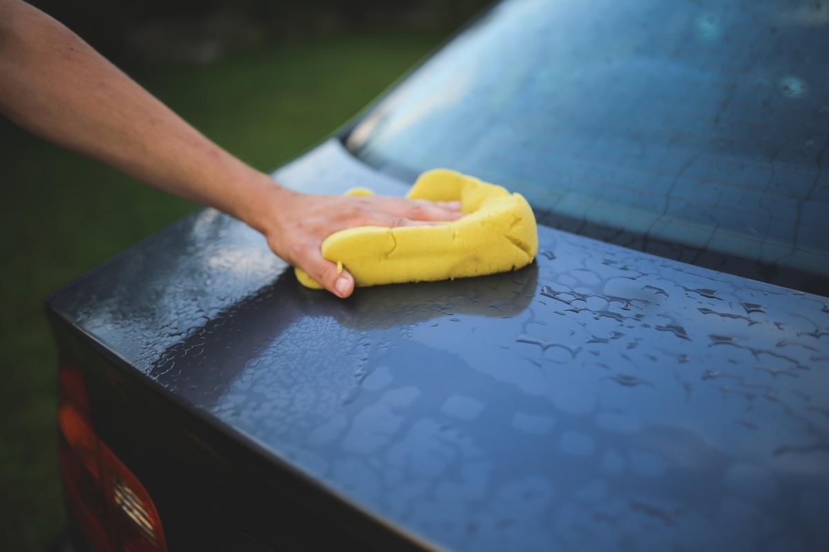 Услуги - почистване на автомобил